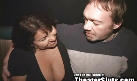سارا جی فلم سکی می لرزد الاغ او و انگشتان بیدمشک او توسط استخر!
